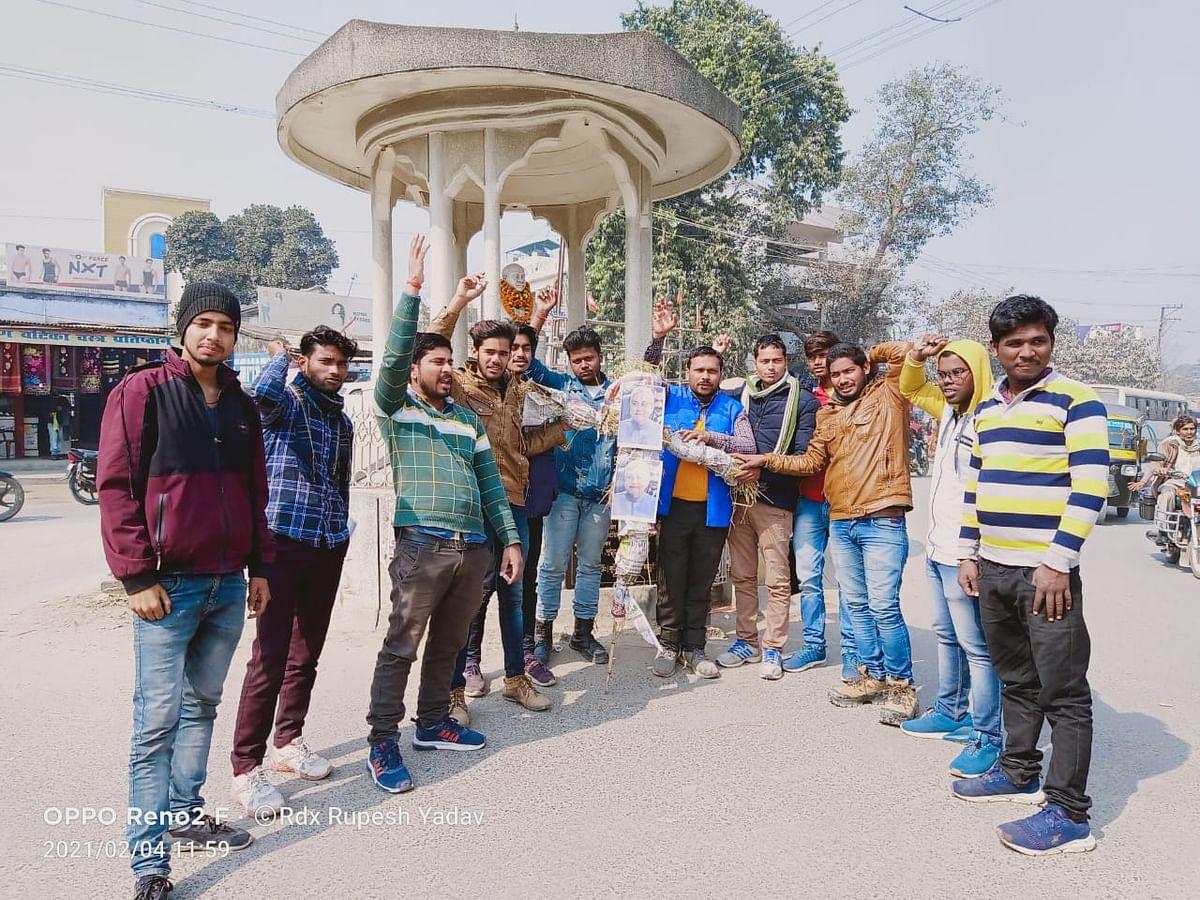 ऑल इंडिया स्टूडेंट यूनियन ने मुख्यमंत्री का फूंका पुतला