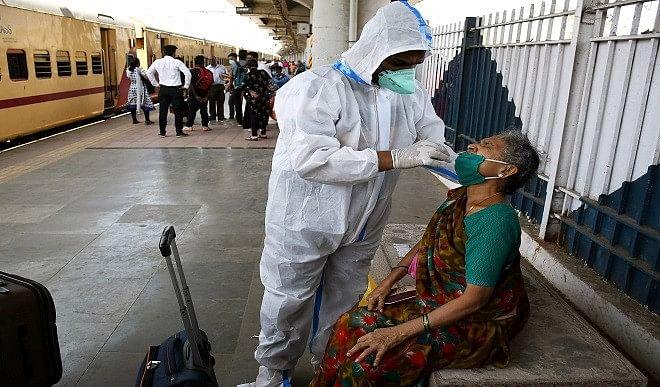 असम सरकार ने कोविड टेस्ट स्थगित करने के आदेश पर लगाई रोक, हवाई अड्डों, रेलवे स्टेशन पर जारी रहेगी जांच