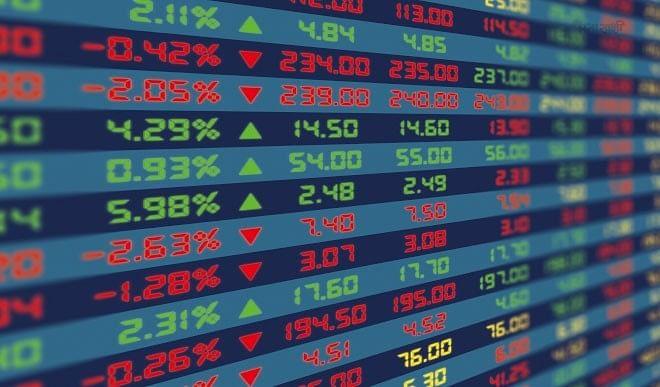 शुरुआती कारोबार में सेंसेक्स एक हजार अंक से अधिक फिसला, निफ्टी 14,900 अंक से नीचे