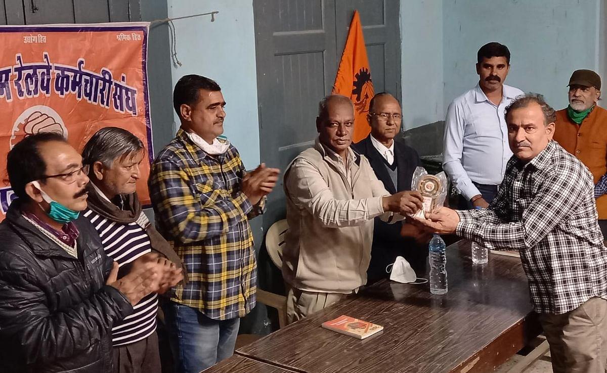 कोरोनाकाल में देशभर के रेल कर्मचारियों ने प्रशंसनीय कार्य किए : काली कुमार