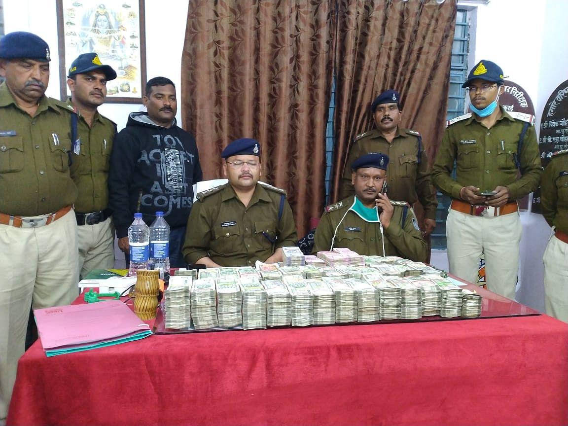 कुरई पुलिस ने 01 करोड़ 74 लाख रुपये के नोट संदिग्ध अवस्था में किये जब्त