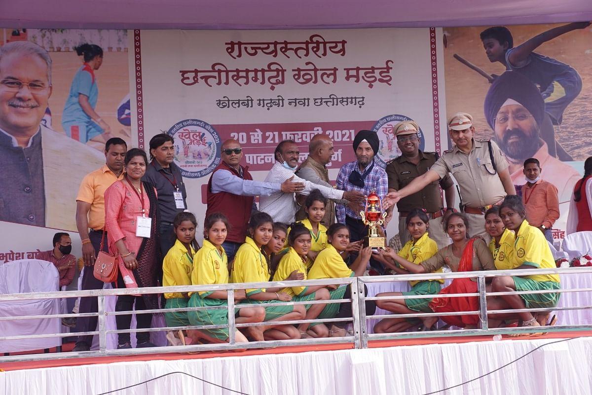 रायपुर : राज्य स्तरीय छत्तीसगढ़ी खेल मड़ई संपन्न