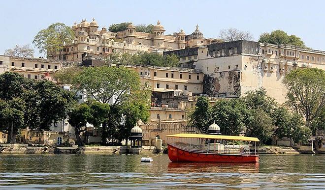 सफेद शहर उदयपुर में मौजूद हैं घूमने की कई बेहतरीन जगहें, जानिए