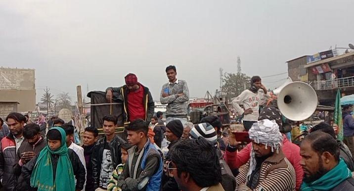 किसान विरोधी कानून के ख़िलाफ़ बायसी में चक्का जाम