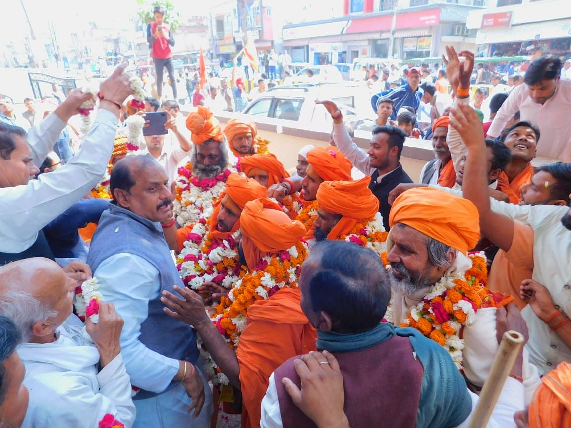 शराबबंदी के लिये साधु-संतों ने निकाली पदयात्रा