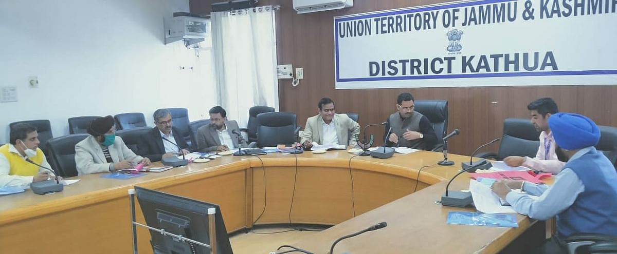 एफपीओ योजना के तहत डीसी कठुआ ने जिला स्तरीय निगरानी समिति के साथ बैठक की