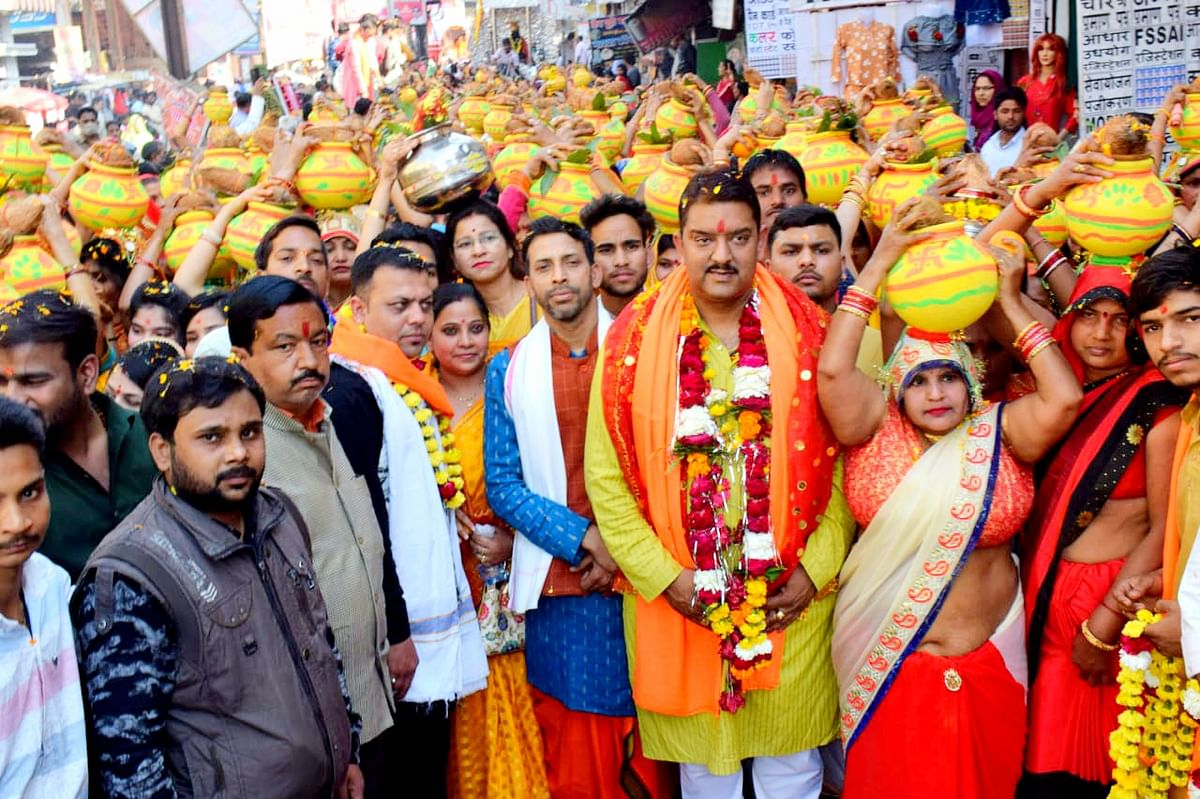 काली मंदिर में श्रीमद् दुर्गा भागवत एवं नवग्रह पूजन के शुभारम्भ में निकली भव्य शोभा यात्रा