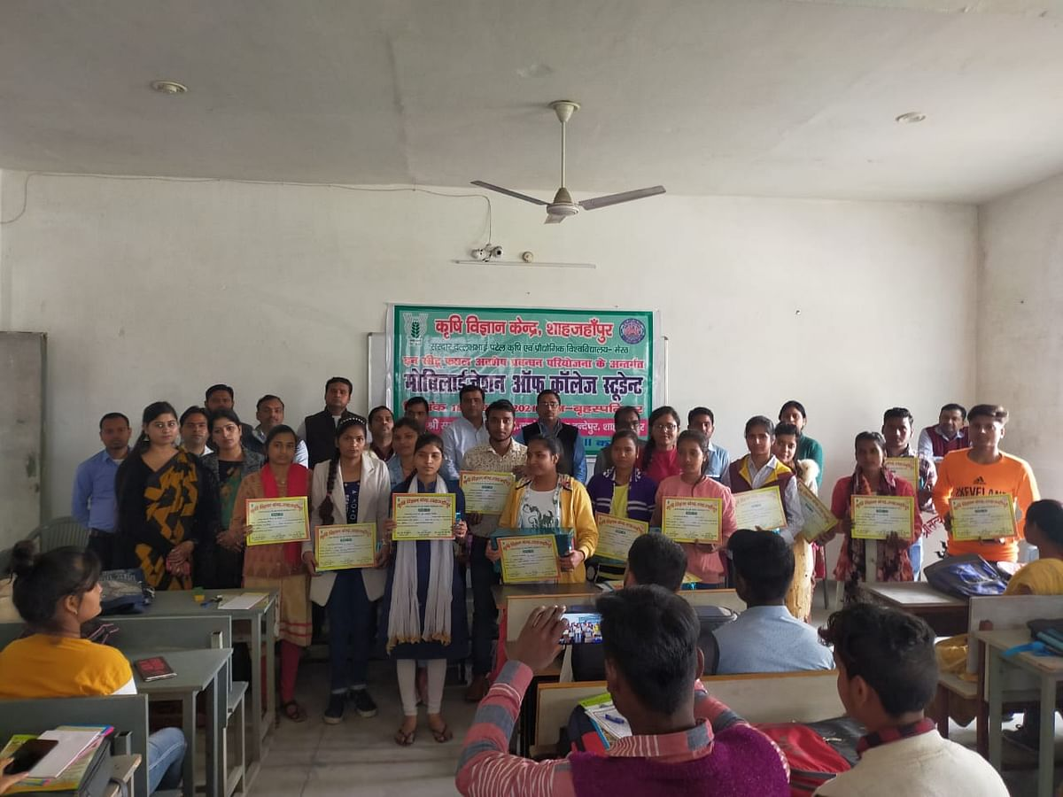 krishi-vigyan-kendra-gave-information-to-students-about-crop-residue-management