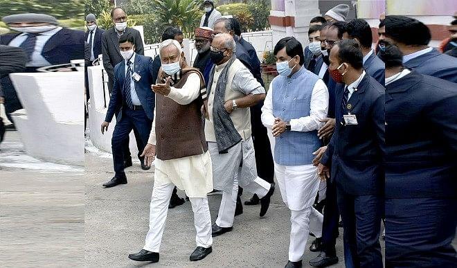 नीतीश मंत्रिमंडल का विस्तार, बीजेपी-जेडीयू के 17 नेताओं ने ली शपथ, पढ़ें पूरी डिटेल