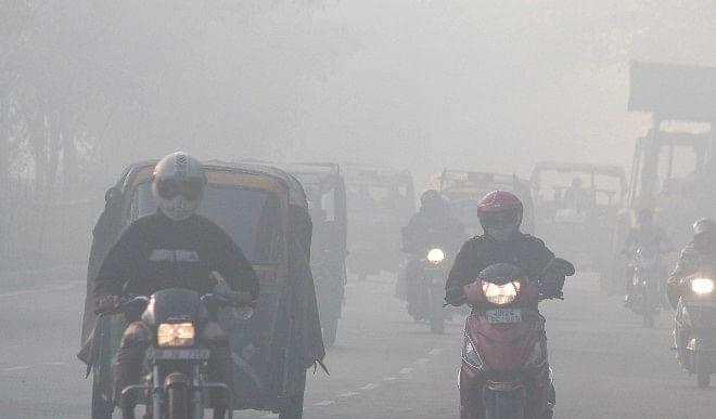 दिल्ली में शीत लहर जारी, तापमान गिरकर 7.6 डिग्री सेल्सियस पर पहुंचा