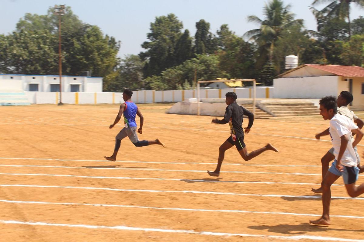 निःशुल्क प्रशिक्षण: हॉकी-तीरंदाजी एवं एथलेटिक्स में खिलाड़ी छात्र-छात्राओं ने लिया हिस्सा