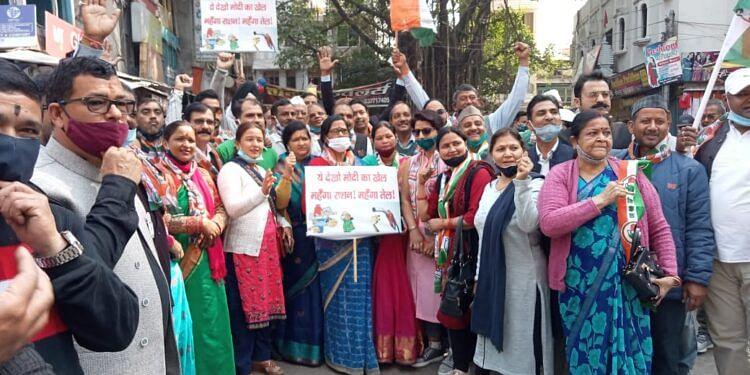 महंगाई के खिलाफ कांग्रेस ने निकाली पदयात्रा