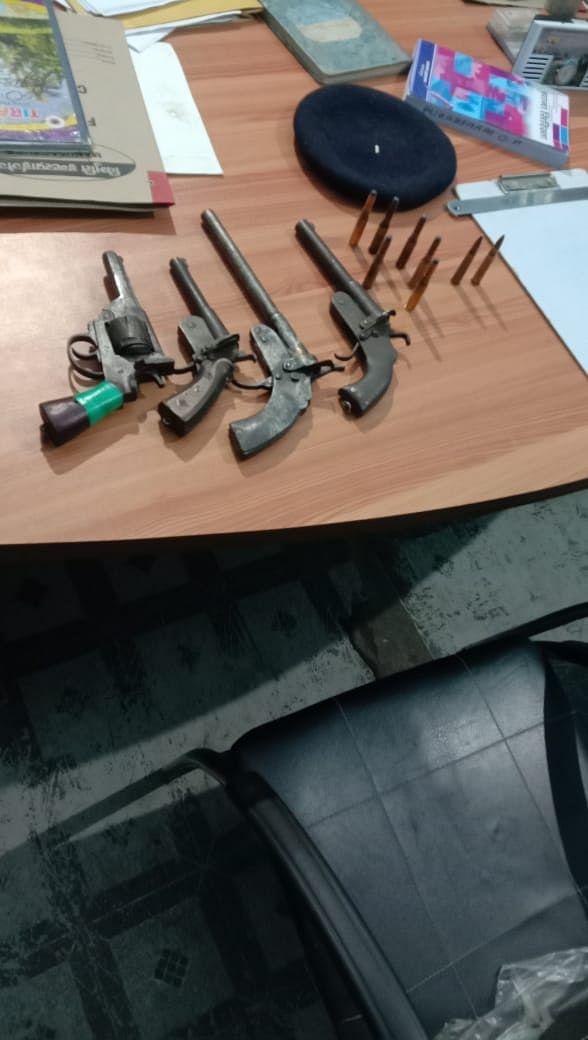 पांच सड़क लुटेरे हिरासत में, 4 देसी कट्टा और कारतूस बरामद:एसपी