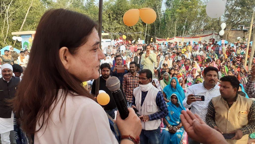 प्रधानमंत्री ग्रामीण पेयजल योजना से निर्मित पानी की टंकी का मेनका गांधी ने किया शुभारंभ