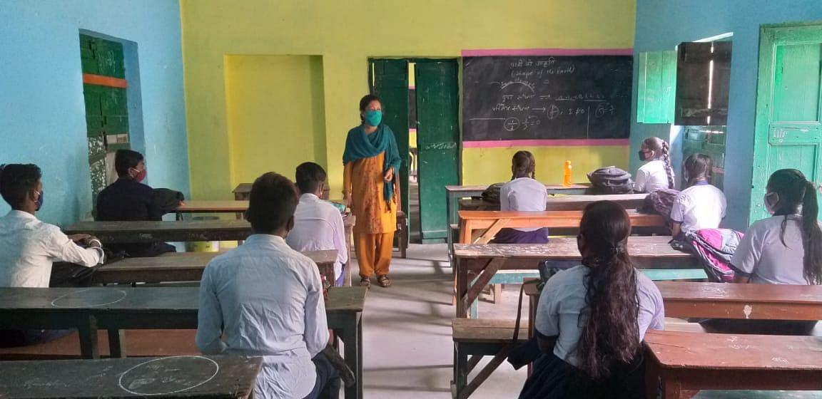 लंबे समय बाद  स्कूल खुलने से विद्यर्थियों में उत्साह