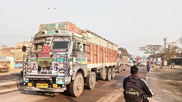 13 घंटे जाम से जूझता रहा कानपुर सागर राष्ट्रीय राजमार्ग