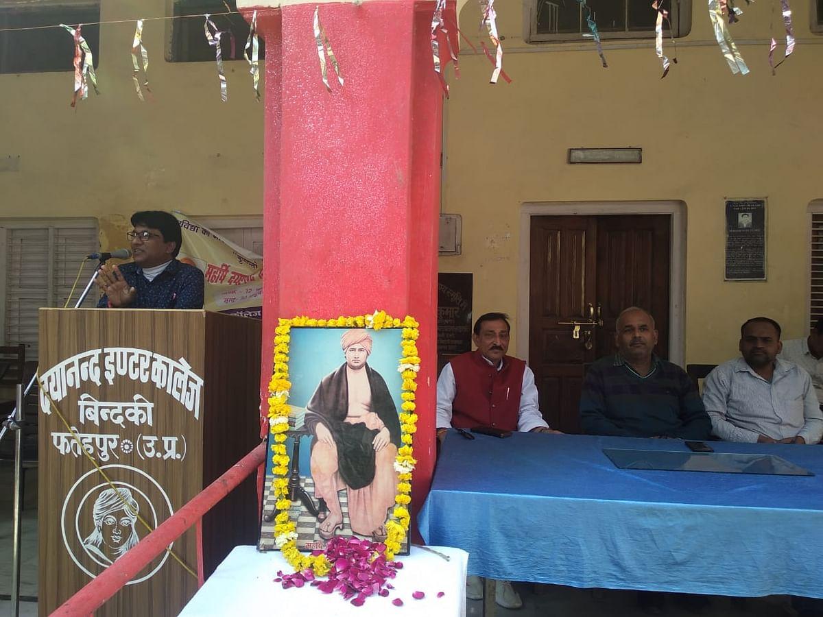 फतेहपुर: स्वामी दयानंद सरस्वती ने समाज कि कुरीतियों को मिटाने के लिए किया काम-अरविंद कुमार गुप्ता