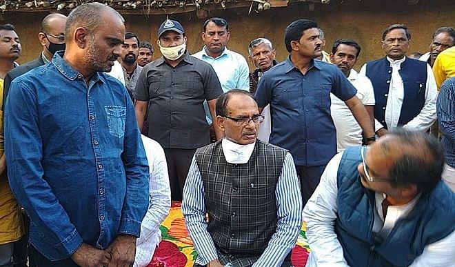 सीधी-बस-हादसा-मामले-में-मुख्यमंत्री-चौहान-ने-चार-अधिकारियों-को-निलंबित-करने-के-दिए-निर्देश