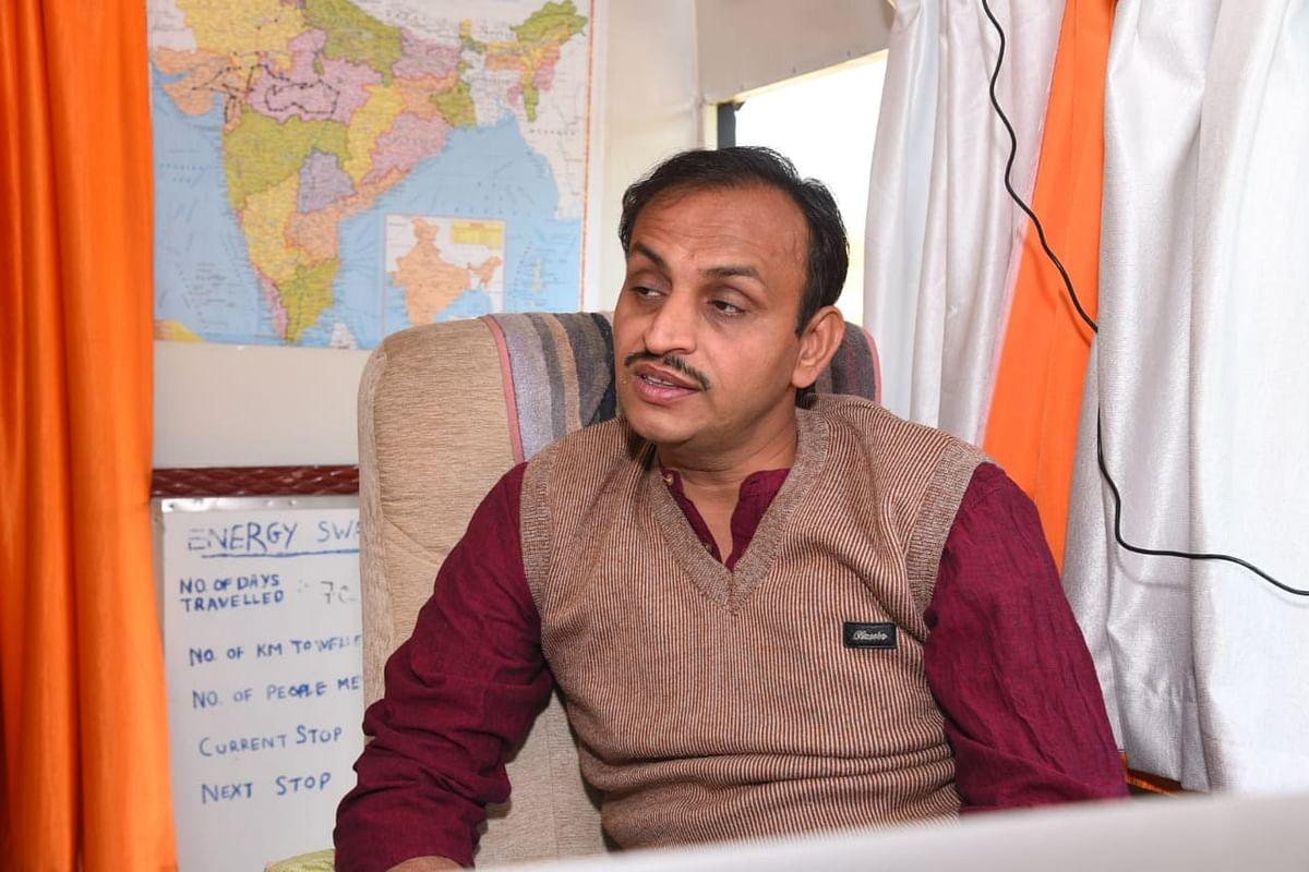 सोल्यूशन का हिस्सा बनें, पोल्यूशन का नहीं : सोलर गांधी