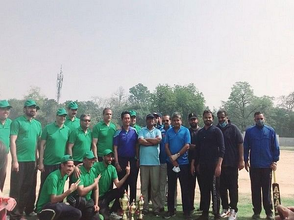 friendly-cricket-match-played-between-pakistan-high-commission-officials-and-members-of-indian-media