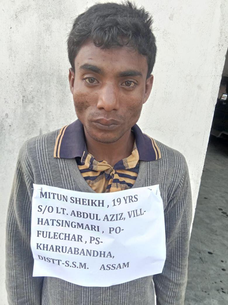 भारत-बांग्लादेश मानकचार इलाके से चार पशुओं के साथ तस्कर गिरफ्तार