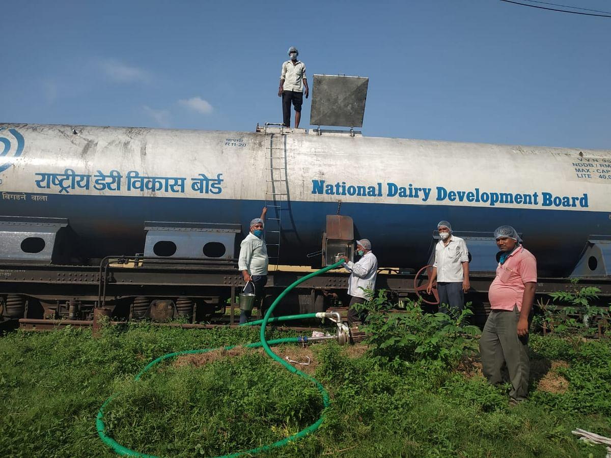 रेलवे ने बेगूसराय के 'सुधा' को पहुंचाया असम, गुवाहाटी में शुरू हो गई बिक्री