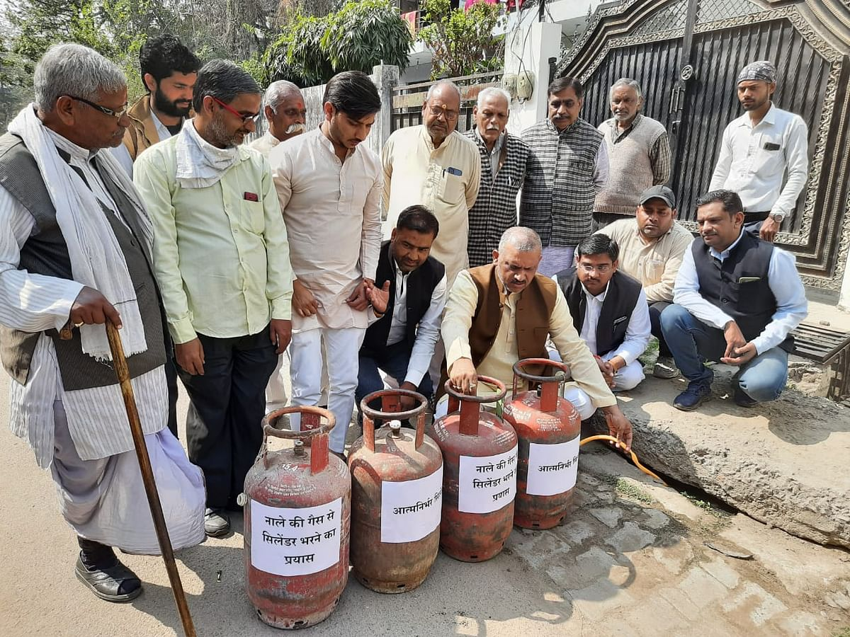 sp-mla-tightens-the-government-by-trying-to-fill-the-gas-cylinder-from-the-drain