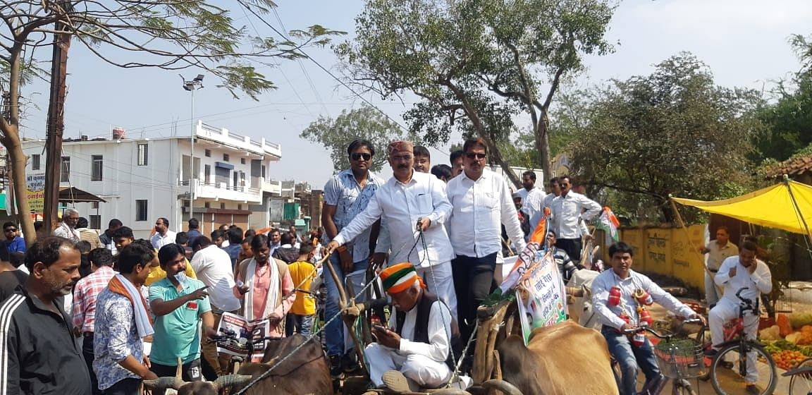 महंगाई के विरोध में कांग्रेस ने निकाली सायकिल एवं बैलगाडी रैली