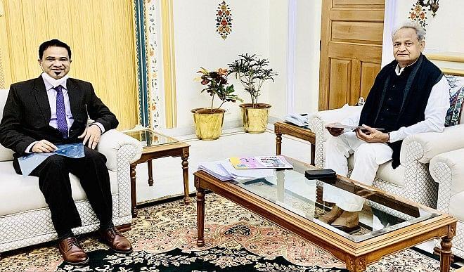 डॉ कफील खान ने मुख्यमंत्री अशोक गहलोत से की मुलाकात, हेल्थ फोर ऑल विषय पर हुई चर्चा