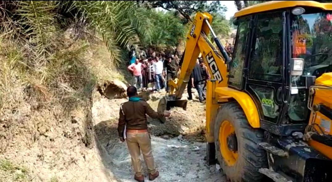 चित्रकूट: टीला धसने से मिट्टी के नीचे दबकर दो महिलाओं समेत तीन की मौत