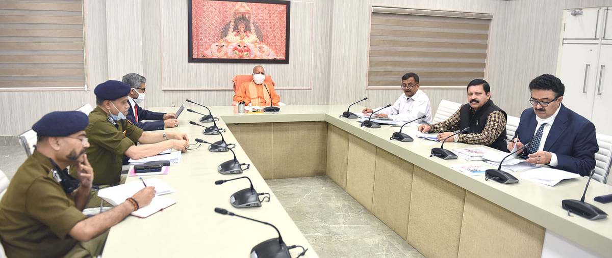 presentation-of-the-second-phase-of-39mission-shakti39-to-chief-minister-yogi