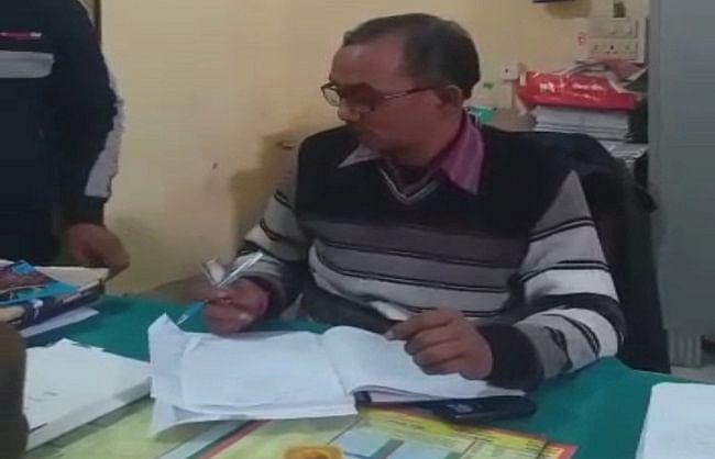 अमेठी में रजिस्ट्रार कानूनगो का रिश्वत लेते हुए वीडियो वायरल, 24 घंटे में दूसरा मामला