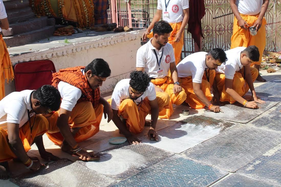 पशुपतिनाथ मंदिर के काले पर रहे रूद्र यंत्र को पालिश करने आया दल, दो दिन तक देंगे सेवा