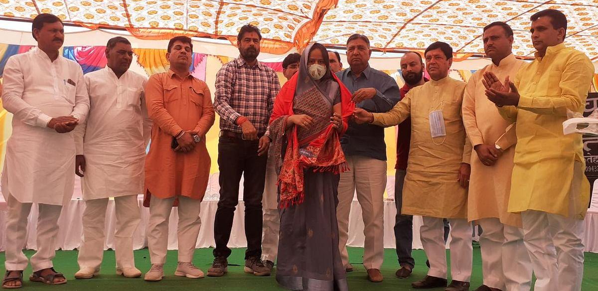 शहीदों के बलिदान के लिए देश हमेशा उनका ऋणी रहेगा : नरेंद्रकुमार