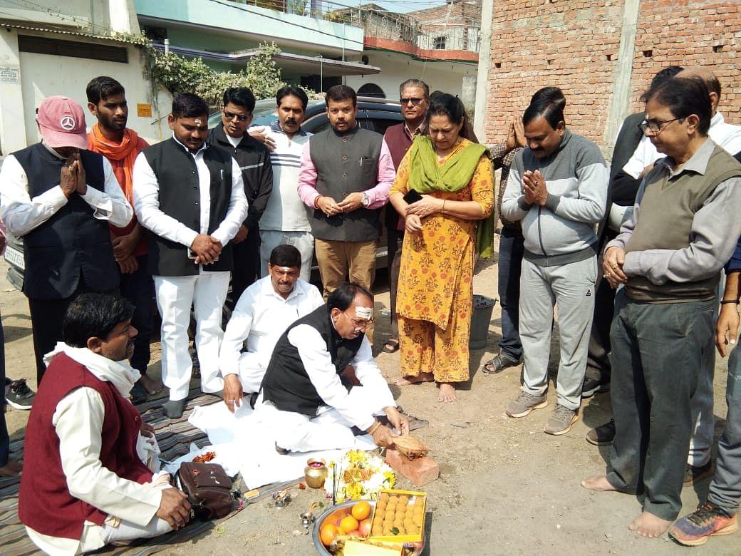 रूद्र विहार कॉलोनी में अधिवक्ता नूर फातिमा ने शिव संगत स्थल के लिए किया  भूमिपूजन