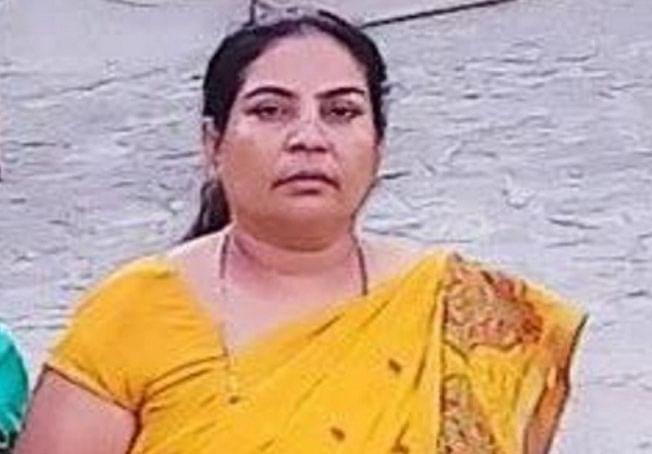 मथुरा : सरेशाम बदमाशों ने पूर्व सभासद मीरा ठाकुर की गोली मारकर की हत्या