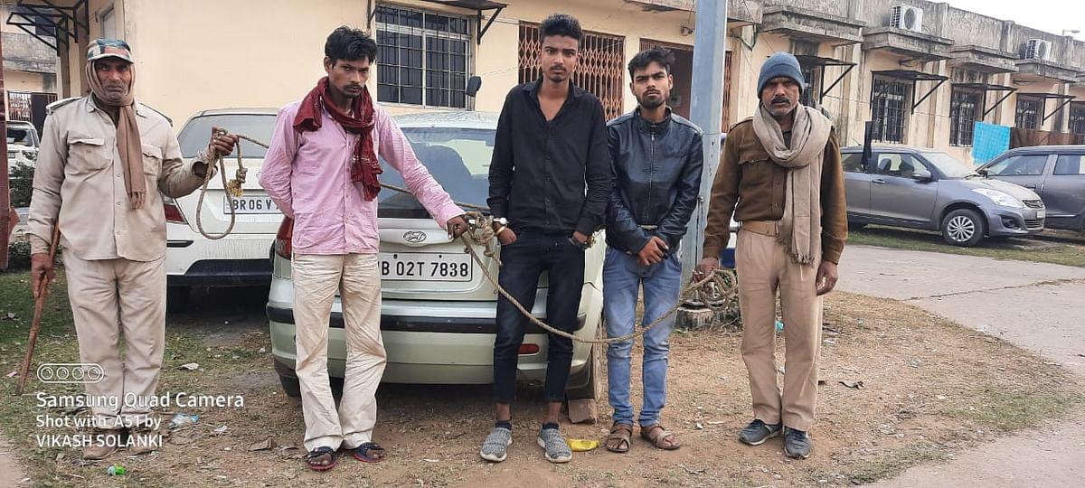 हुंडई कार से भारी मात्रा में शराब बरामद, तीन धंधेबाज गिरफ्तार