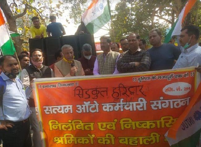 सरकार की नीतियों के विरोध में श्रमिक संगठनों ने निकाली बाइक रैली