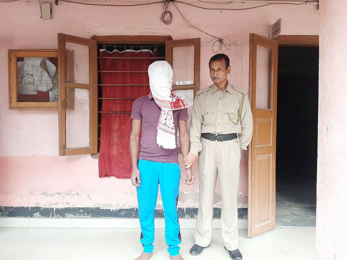 दो पिस्तौल के साथ एक युवक गिरफ्तार