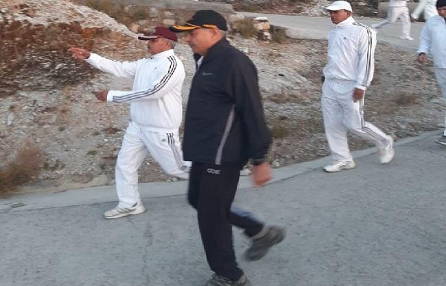 आईटीबीपी के डीजी एसएस देसवाल अफसरों के साथ मसूरी में 35 किमी. पैदल चले