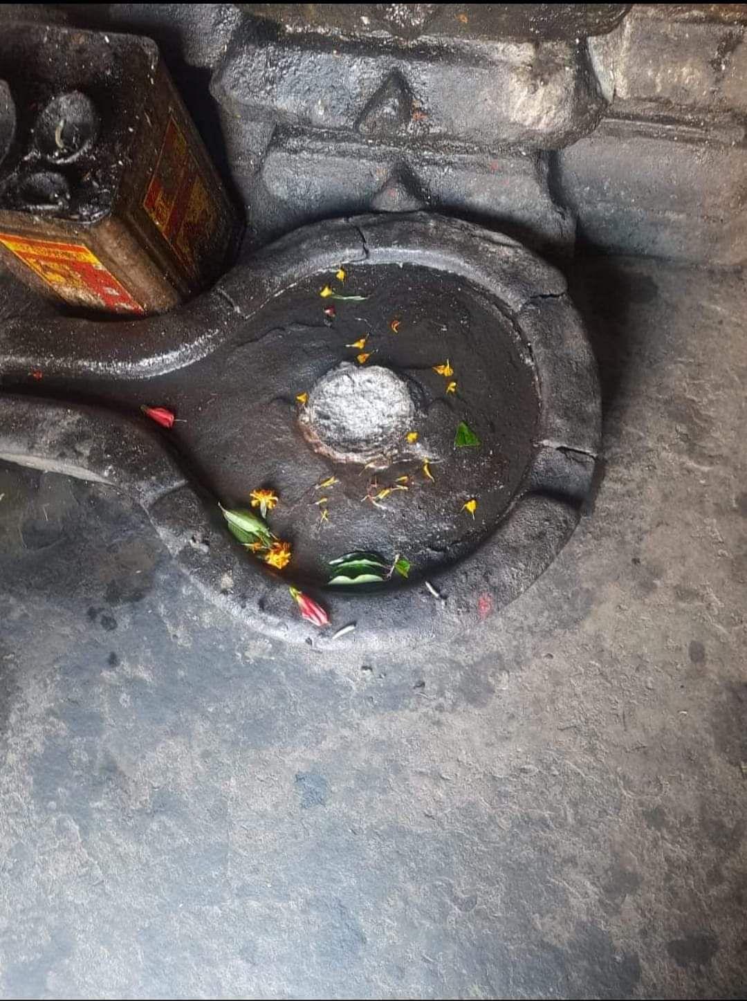 द्वाराहाट में मंदिर से शिवलिंग उखाड़ ले गये शरारती तत्व