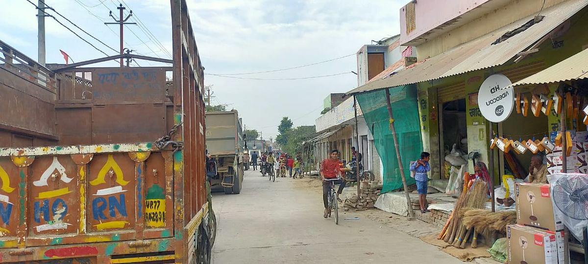 औरैया : आउटर पर खड़ी रही ट्रेन, फाटक बंद होने लगा लम्बा जाम