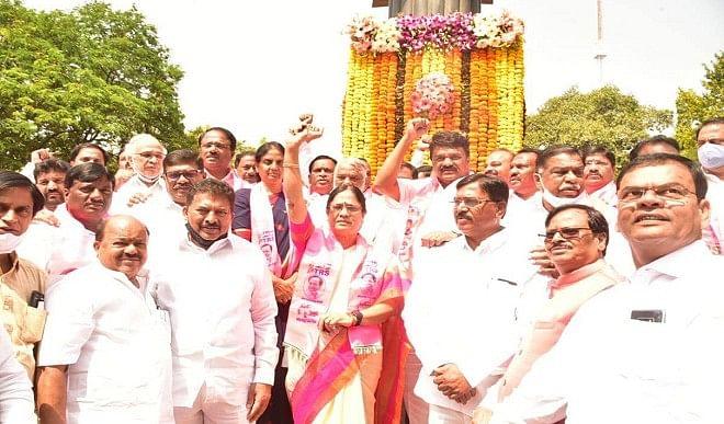 पूर्व-प्रधानमंत्री-नरसिम्हा-राव-की-बेटी-ने-तेलंगाना-विधान-परिषद-चुनाव-के-लिए-दाखिल-किया-नामांकन
