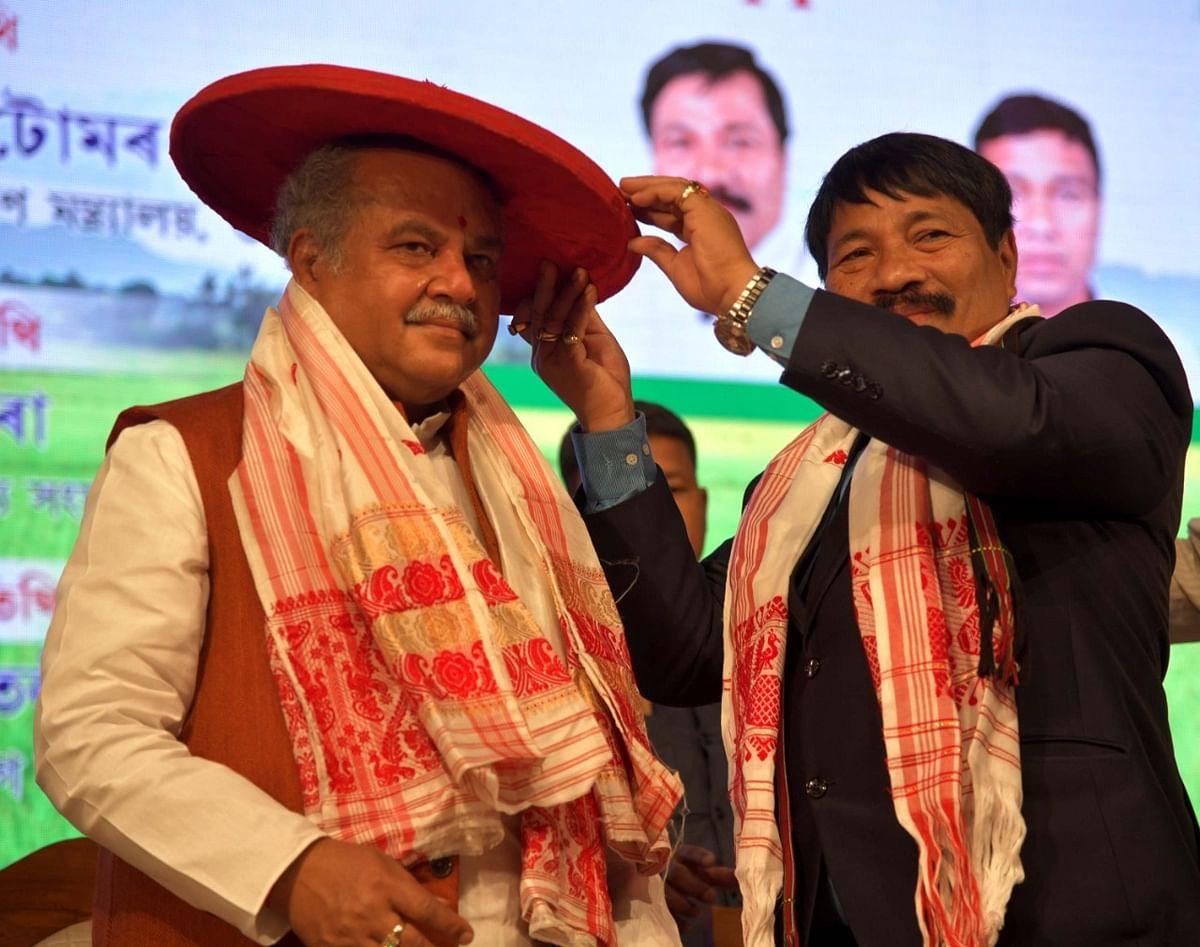 केंद्रीय कृषि मंत्री ने वितरित किये कृषि यंत्र