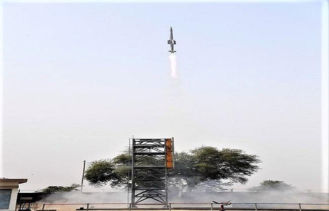 चार गांव खाली करवाकर दागीं नौसेना वर्जन की दो मिसाइलें