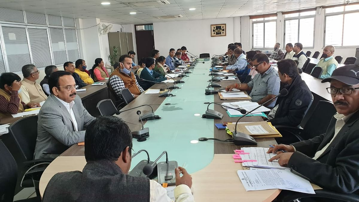 meeting-related-to-revenue-collection-and-land-reform