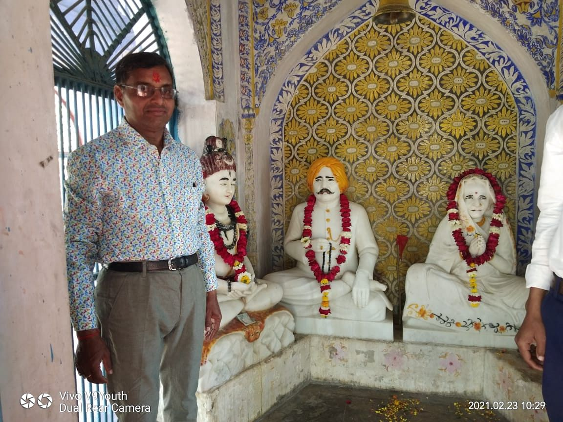 fatehpur-retired-teachers-honored-on-the-birth-anniversary-of-the-founder-of-the-school