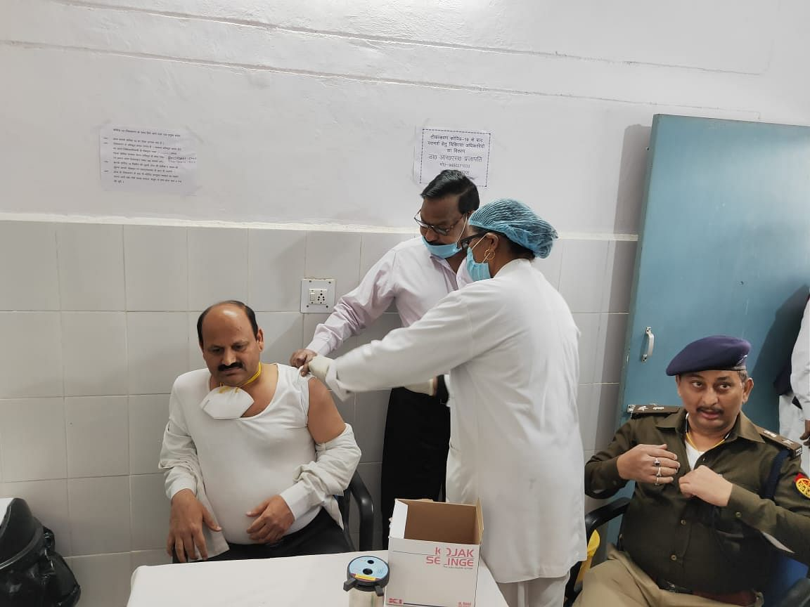 dm-sp-inspects-vaccination-after-corona-vaccination