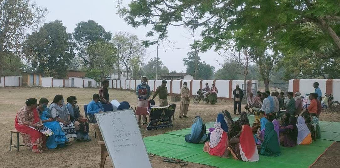 कोरबा : गाँव-गाँव में ग्रामीणों को सायबर क्राइम और ट्रैफिक नियमों से कराया जा रहा है जागरूक
