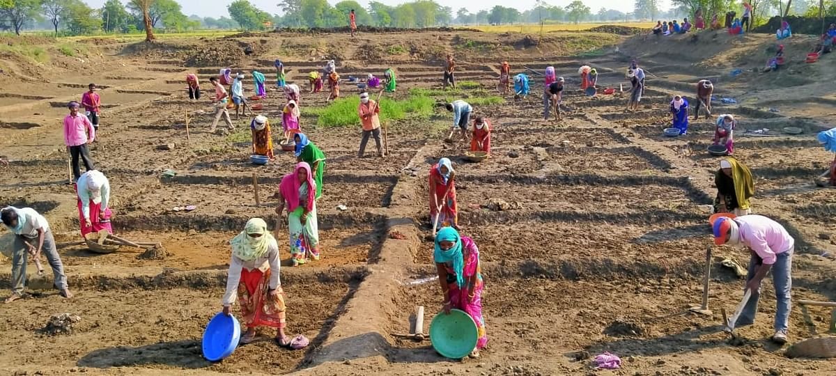 रायपुर : मनरेगा : 241 प्रवासी श्रमिकों को मिली 11 लाख से अधिक की मजदूरी